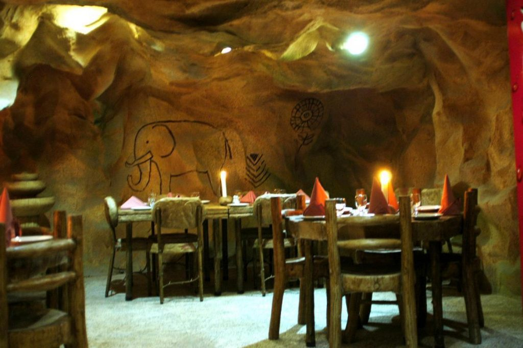 "Detailed and unbiased review on ""Cave Dinner Islamabad